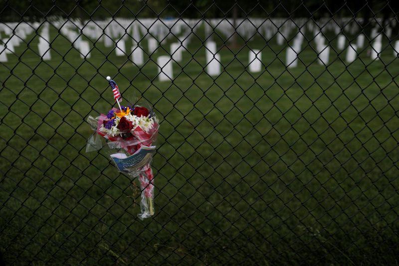 Mortes nos EUA pela Covid-19 ultrapassam 180 mil; casos continuam a recuar