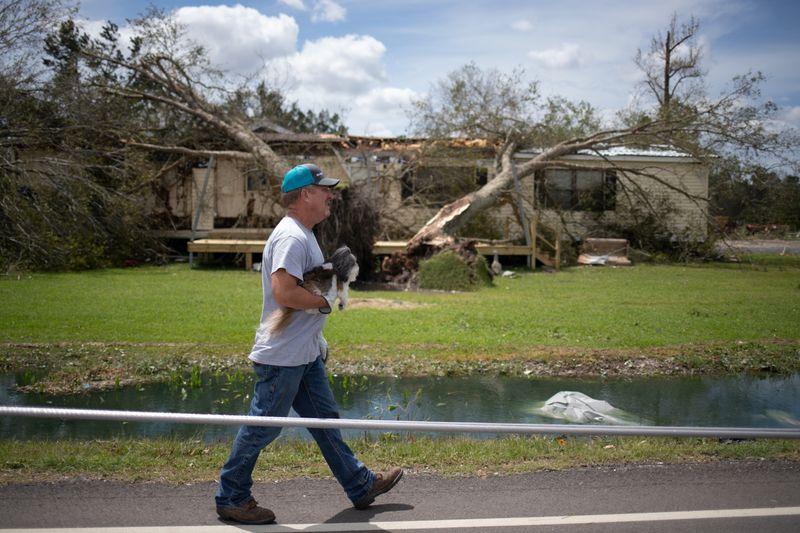 Furacão Laura deixa 4 mortos na Louisiana, mas causa menos danos que o previsto