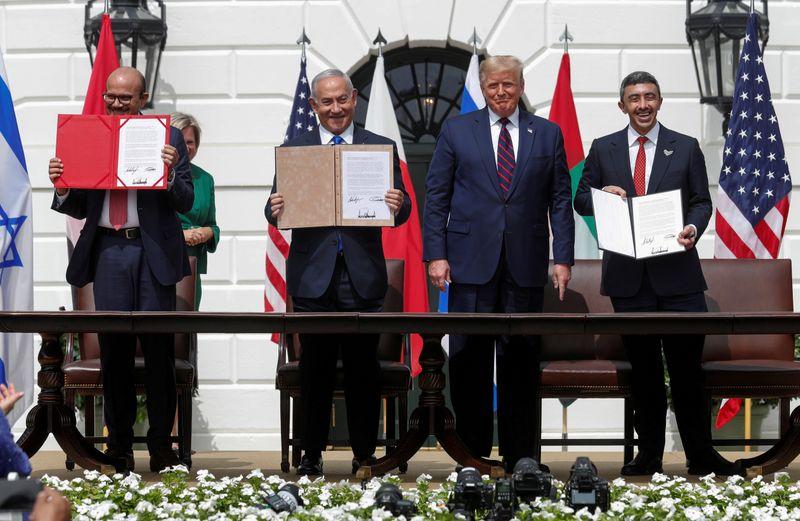 Emirados Árabes e Barein assinam acordos com Israel mediados pelos EUA e rompem longo tabu