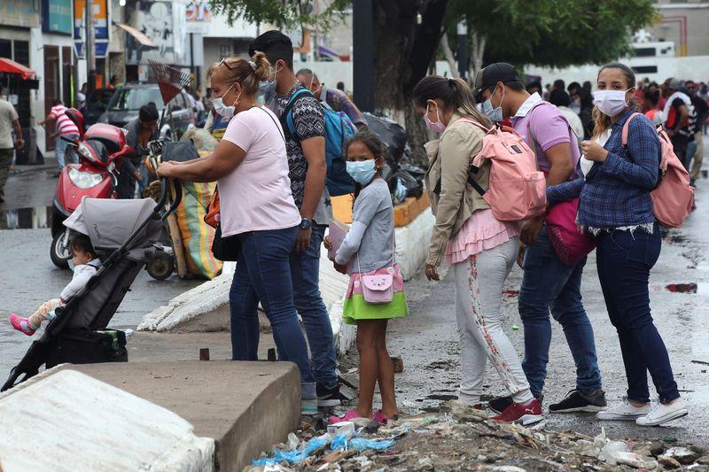 Diretora da OMS alerta que América Latina está reabrindo cedo demais e Covid-19 ainda é um risco