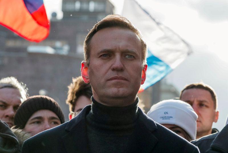 Merkel visitou Navalny, crítico do Kremlin, no hospital
