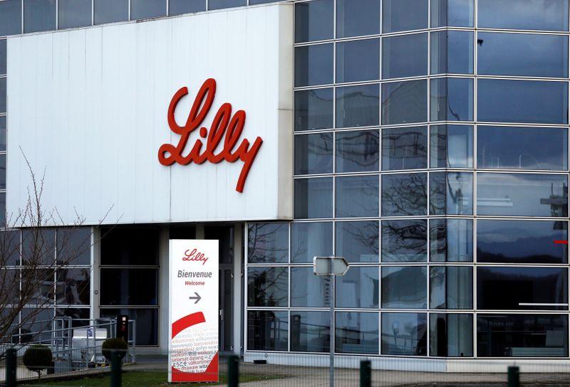 Farmacêutica Eli Lilly interrompe teste de medicamento com anticorpos elogiado por Trump