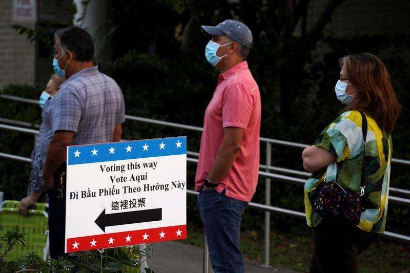 Democratas pressionam por voto antecipado e grande comparecimento ante ameaças de Trump