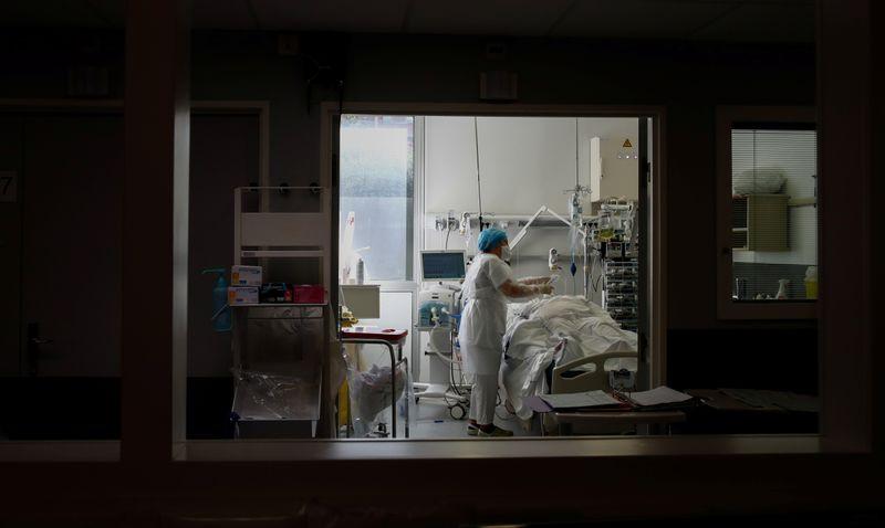 Paraná confirma mais de 300 mil casos de coronavírus