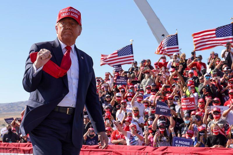 Trump faz comícios no Arizona enquanto Covid-19 se alastra novamente pelos EUA