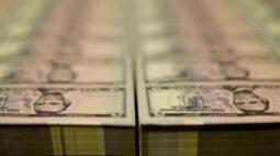 Dólar caminha para forte alta semanal com temores sobre Covid e eleições nos EUA