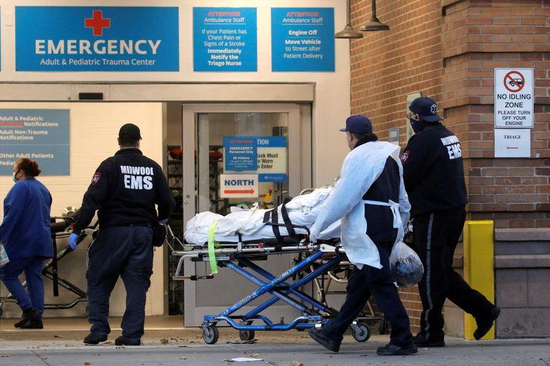 Total diário de mortes por coronavírus tem novo recorde global de 10.816, mostra contagem da Reuters