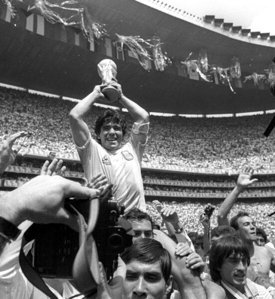 Craque argentino Maradona morre aos 60 anos após sofrer parada cardiaca