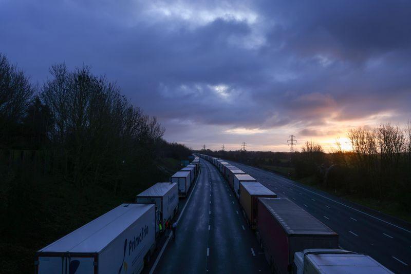 França vai reabrir fronteira com Inglaterra para viajantes sem Covid-19