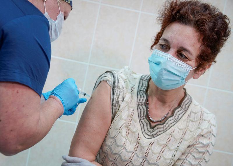 Voluntários de teste de vacina russa Sputnik V não receberão mais placebo