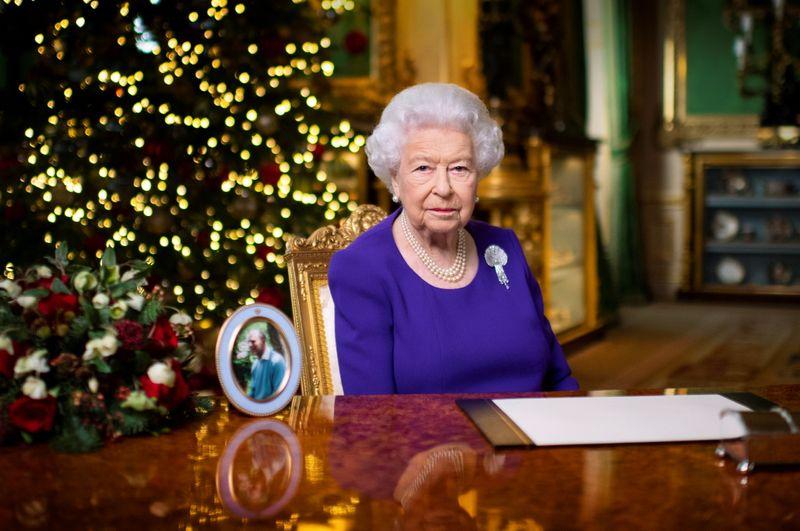Rainha Elizabeth emociona em mensagem de Natal e diz que muitos querem apenas um abraço