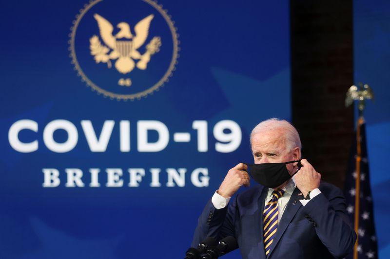 Biden critica Trump por ritmo lento da vacinação contra a Covid-19 nos EUA