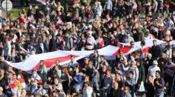 Manifestantes em Belarus mantêm pressão sobre Lukashenko com protestos em massa