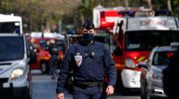 Ataque com faca deixa ao menos dois feridos em Paris