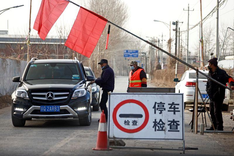 Outra cidade chinesa entra em lockdown em meio a nova ameaça de Covid-19