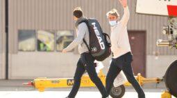 Quase 50 tenistas ficam em quarentena após Covid-19 em voos para o Australian Open