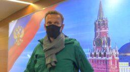 Promotores russos querem Navalny preso por 30 dias