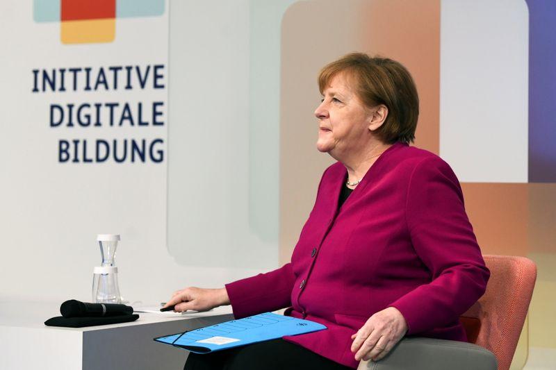 Merkel propõe plano de 3 fases para suspender restrições do coronavírus