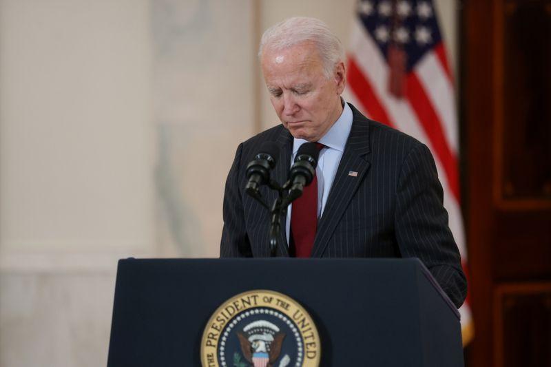 Biden comanda momento de silêncio para lamentar 500 mil mortes de Covid-19 nos EUA