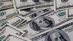Dólar acelera alta com rali da moeda contra emergentes