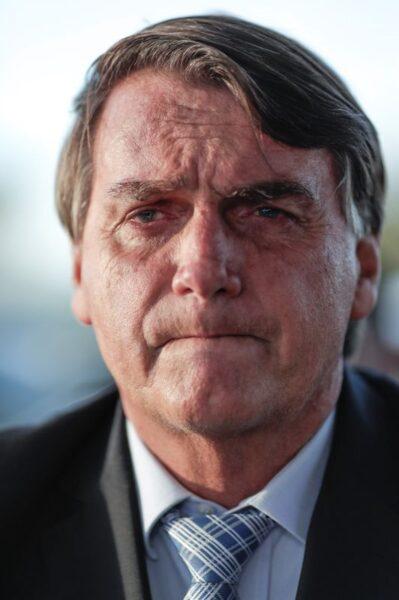 Bolsonaro diz que fará o que o povo quiser e ressalta ser o chefe das Forças Armadas