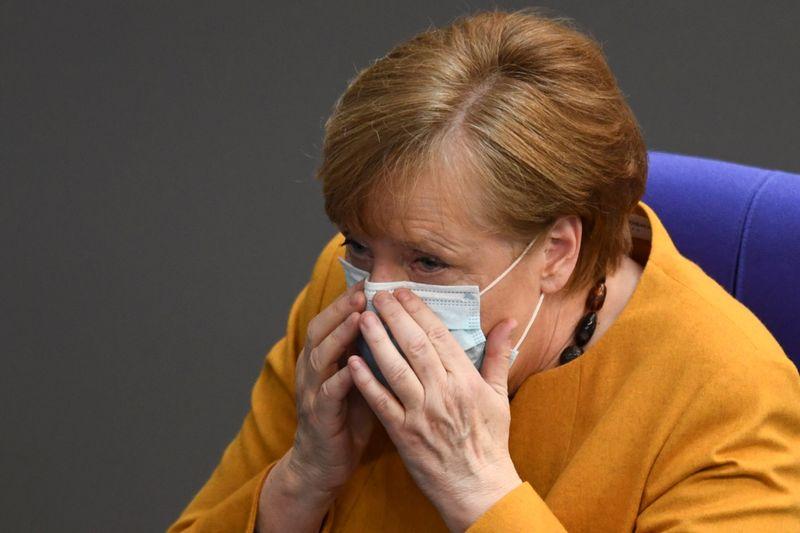 """Pesquisa mostra partido de Merkel """"em queda livre"""" e avanço dos Verdes"""