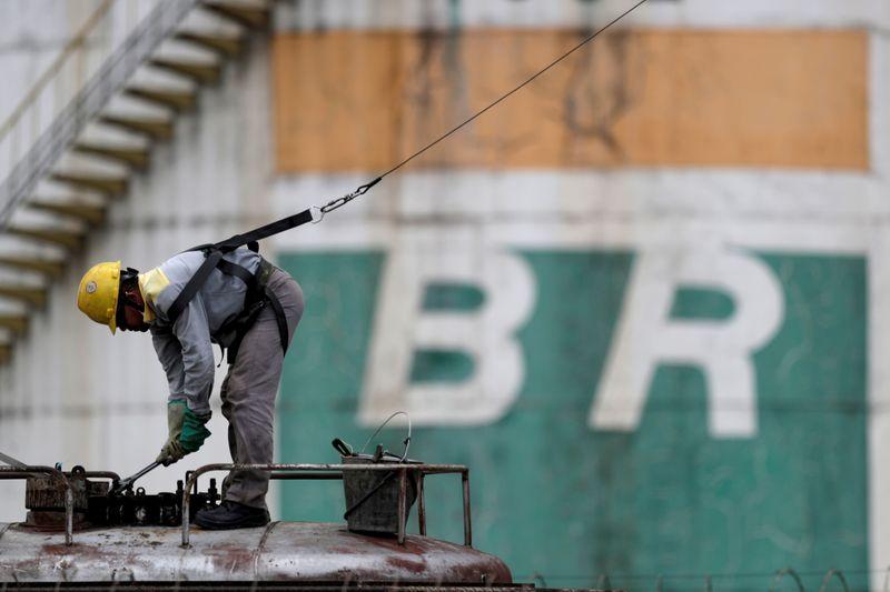 EXCLUSIVO-Luna diz que parte da diretoria da Petrobras pode continuar e promete não ceder a pressões