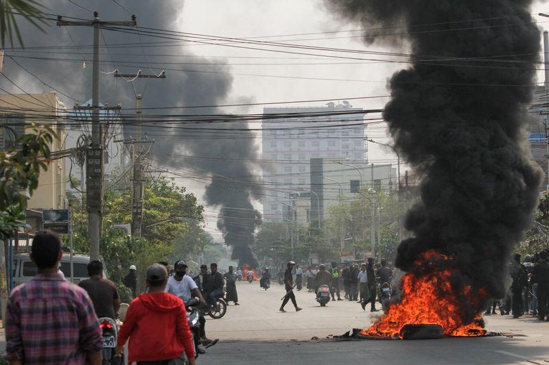 """Forças de segurança de Mianmar matam mais de 90 pessoas em dia """"horrível"""" de derramamento de sangue"""