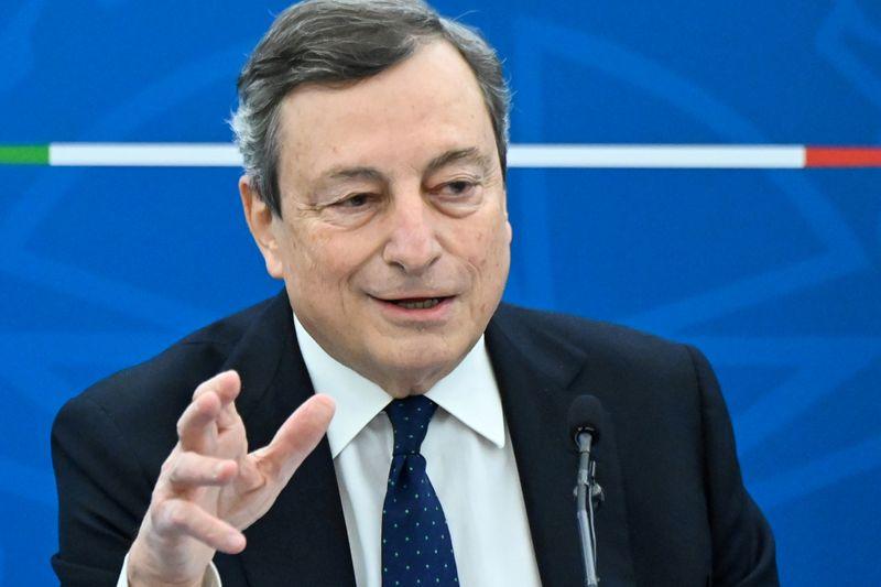 Premiê italiano Draghi e esposa recebem vacina contra Covid-19 da AstraZeneca