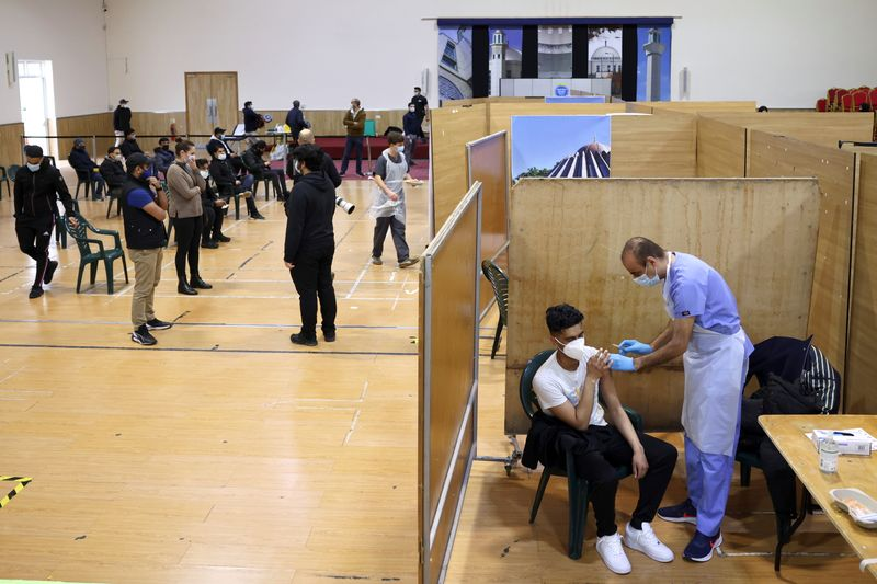 Comitê de vacinas do Reino Unido diz que menores de 30 anos não devem receber a vacina da AstraZeneca