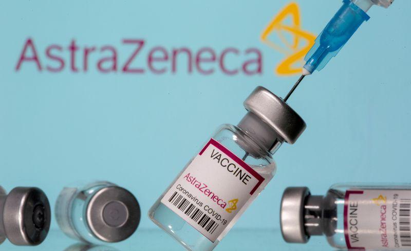 Agências europeia e britânica ainda recomendam vacina da AstraZeneca, apesar de possível elo com coágulos