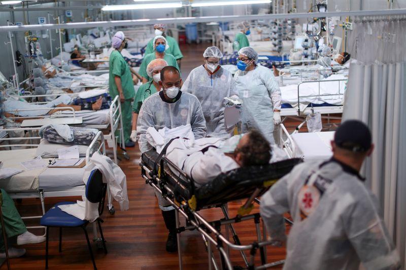 Brasil tem novo recorde com 4.249 mortes por Covid em 24 horas