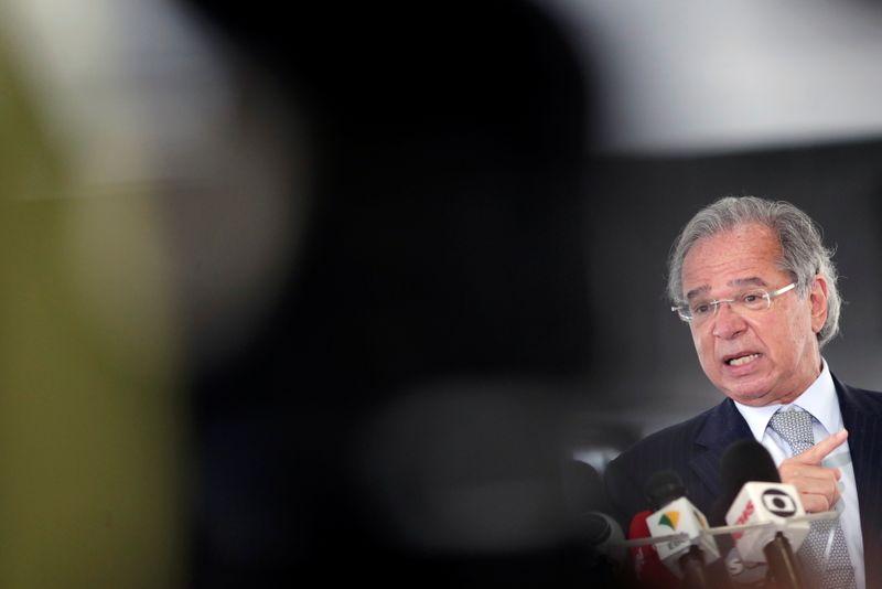 """Guedes faz críticas a """"ministro fura-teto"""" em negociação do Orçamento"""