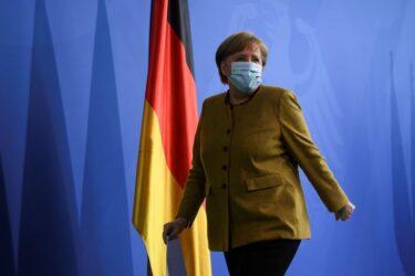 Lockdowns obrigatórios são vitais para conter 3ª onda da Covid, diz Merkel