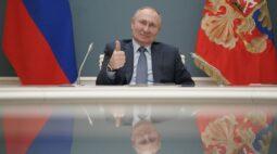 Putin recebe 2ª dose de vacina russa contra Covid-19, diz Interfax