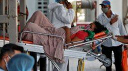 Sistema de saúde da Índia desmorona sob a Covid, Délhi adota lockdown