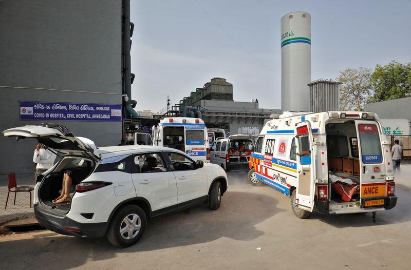 Índia supera 200 mil mortes por coronavírus após disparada recorde