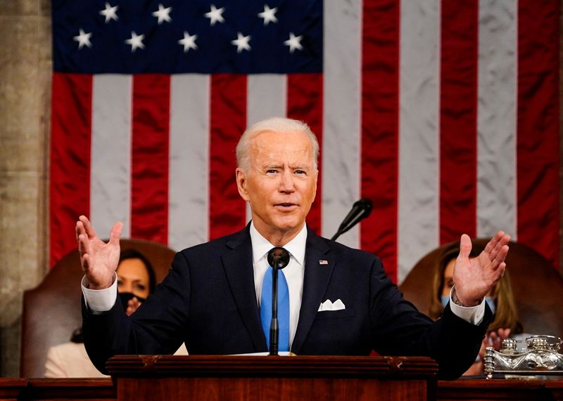 Biden pede unidade e alerta sobre ameaça da China em discurso no Congresso