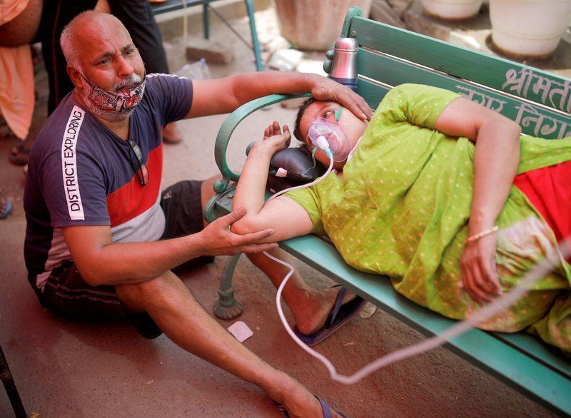 Índia se aproxima de 20 milhões de casos de Covid, especialistas pedem isolamento