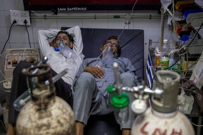 Índia suspende liga de críquete ao ver casos de coronavírus passarem de 20 milhões