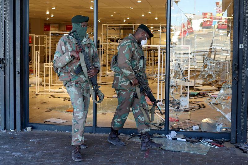 África do Sul testemunha saques e violência após audiência de ex-presidente Zuma
