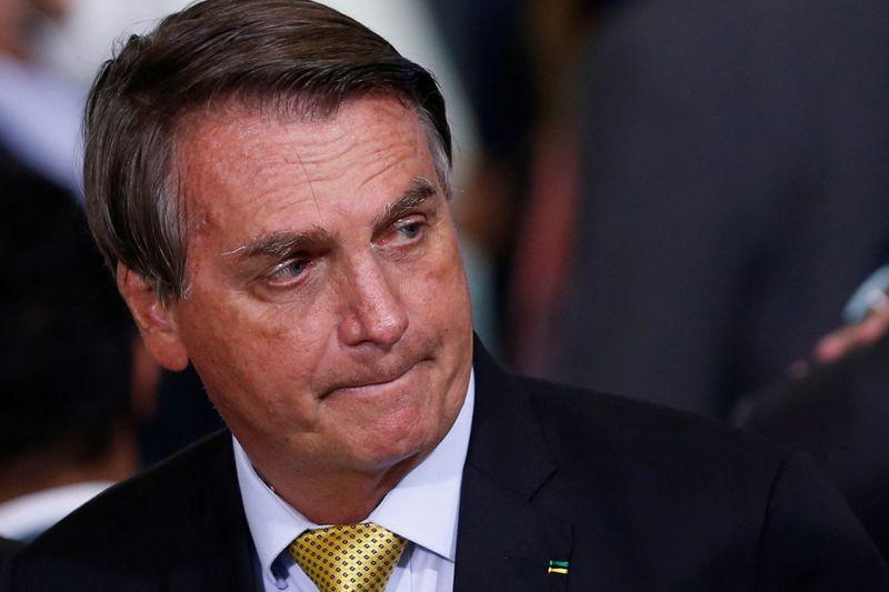 Bolsonaro é hospitalizado para investigar origem de soluços, diz nota da Presidência