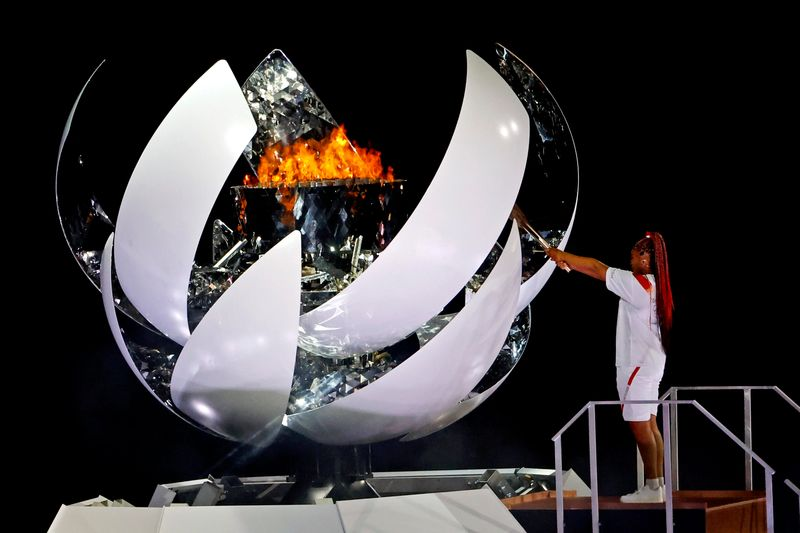 """Naomi Osaka acende pira olímpica na abertura dos """"Jogos da esperança"""" em Tóquio"""