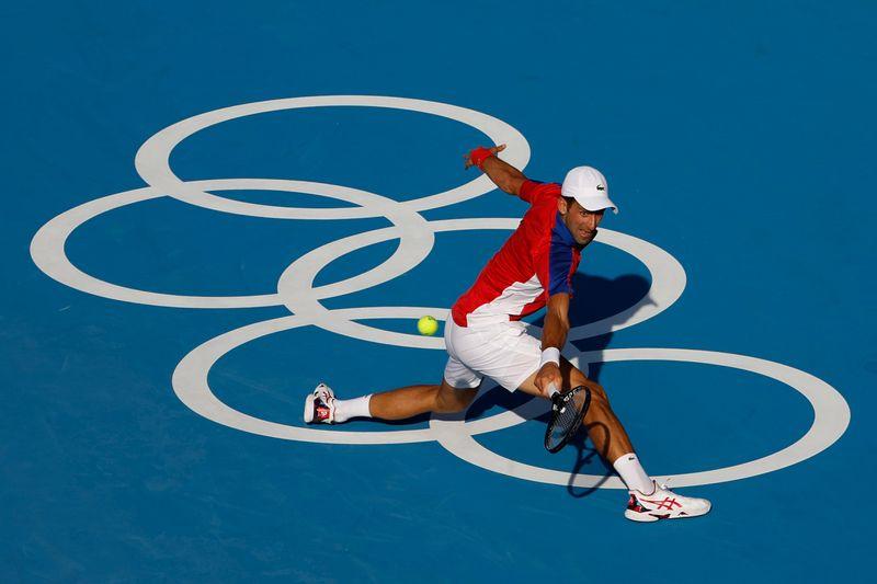 Djokovic atropela boliviano na estreia, mas tenistas sofrem com o calor de Tóquio