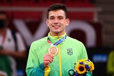 Cargnin vence israelense e leva o bronze para o Brasil no judô