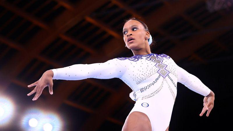 Só atrás de Biles, Rebeca Andrade faz 2ª melhor nota e avança para 3 finais na ginástica