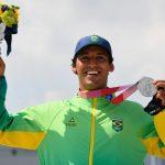 Atletas devem usar máscara na Olimpíada, mas podem tirá-la para fotos no pódio