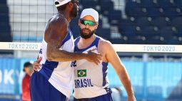 Evandro e Bruno vencem marroquinos no vôlei de praia; Alison e Álvaro Filho são derrotados
