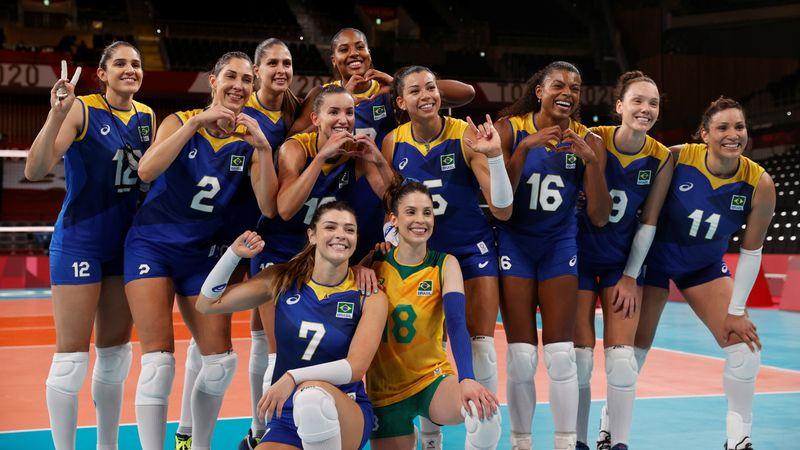 Vôlei feminino vence Sérvia e mantém 100% de aproveitamento nos Jogos