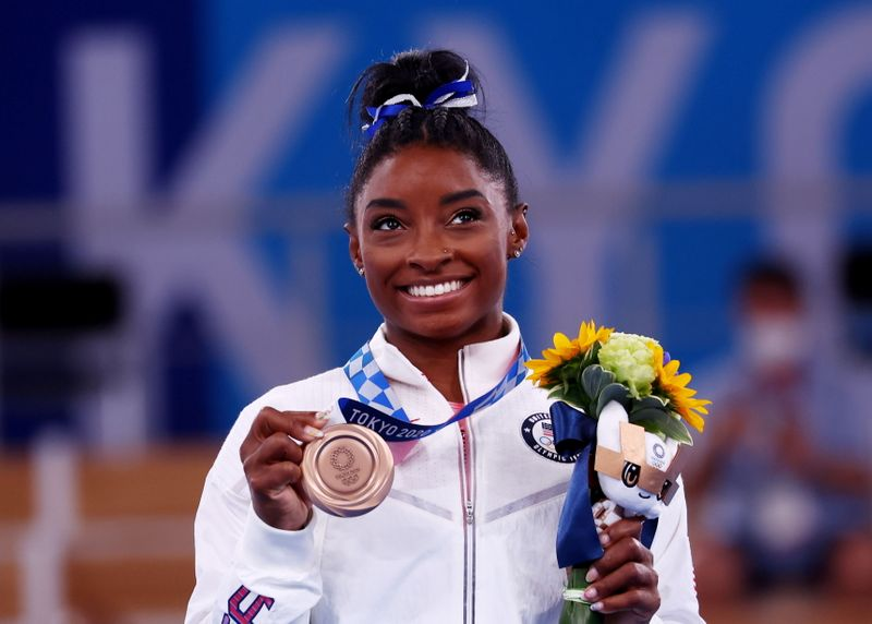 """Biles enfrenta medo e desorientação para levar """"bronze mais doce"""" que o do Rio"""